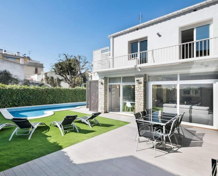 Luxury Villa- Sitges Center Close to the beach