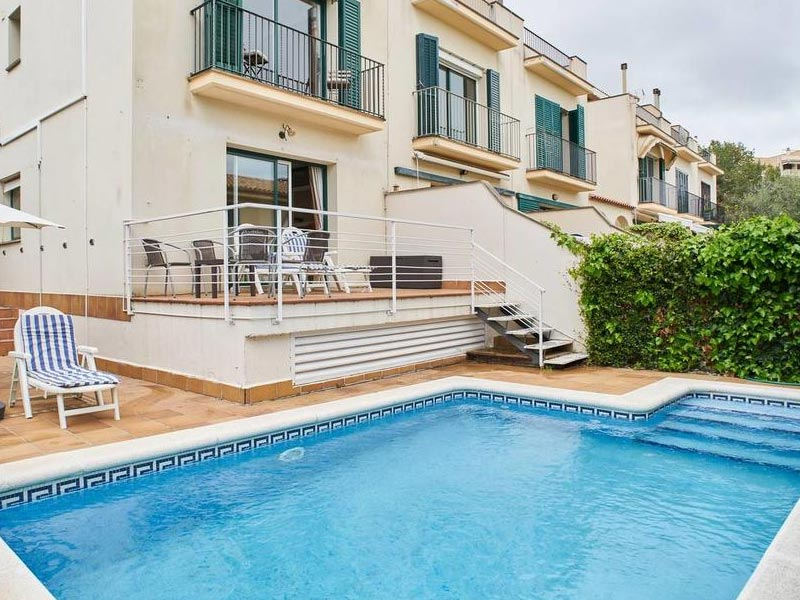 https://www.booking.com/hotel/es/casa-garcia-sitges.html?aid=308283;label=villas