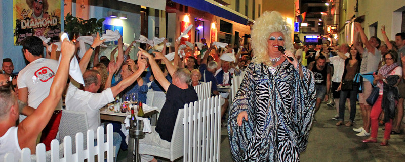 Dinner with Diamonds - Parrots Sitges